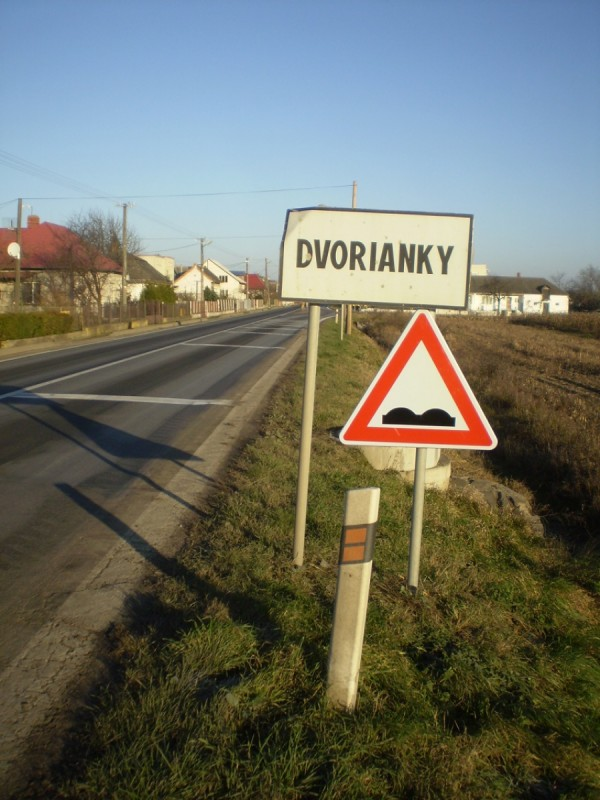 Cesta I-79 v obci Dvorianky